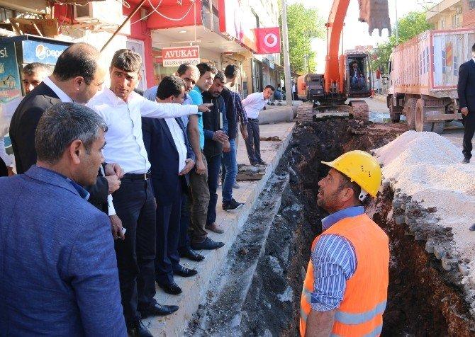 Büyükşehir Hilvan'ın Alt Yapı Sorununu Çözüyor