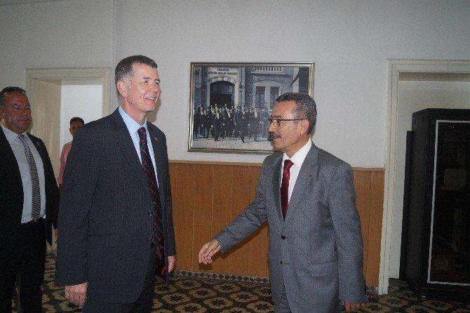 İngiliz Büyükelçisi'nden Turizm Bölgelerine Güvenlik Gezisi