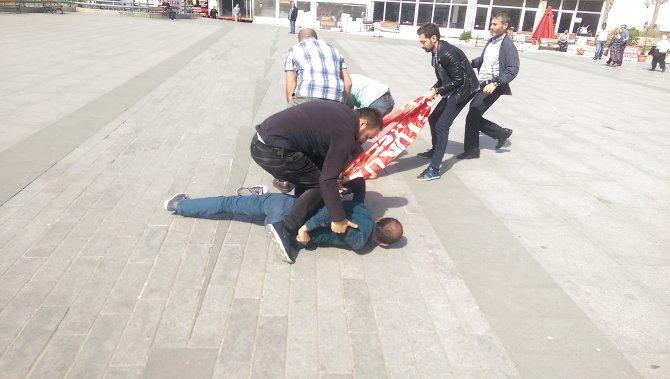 Adliyede izinsiz gösteri yapan 6 kişi gözaltına alındı