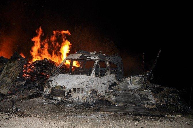 Minibüs, Ambar Ve Traktör Alev Alev Yandı