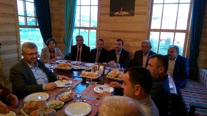 Başkan Sarıcaoğlu, Müteahhitlerle Bir Araya Geldi