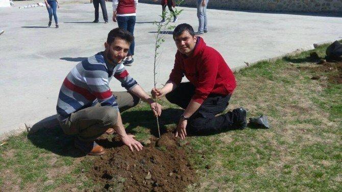 Gençlerden Köy Okuluna Yardım Eli