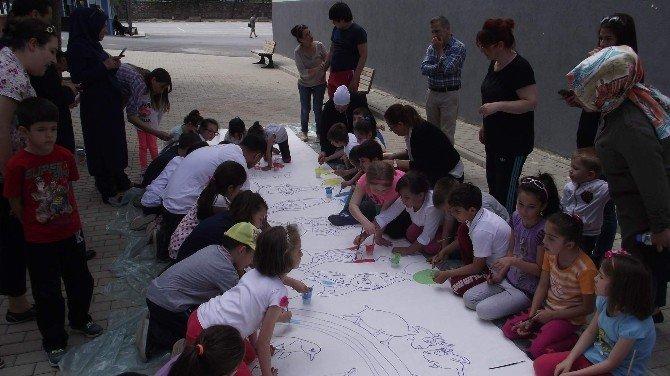 Otizmli Çocuklardan Resim Şenliği