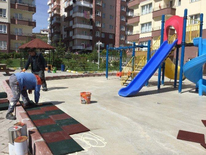 Pursaklar Belediyesi'nden Çocuklara Güvenlik İçin Kauçuk Zemin