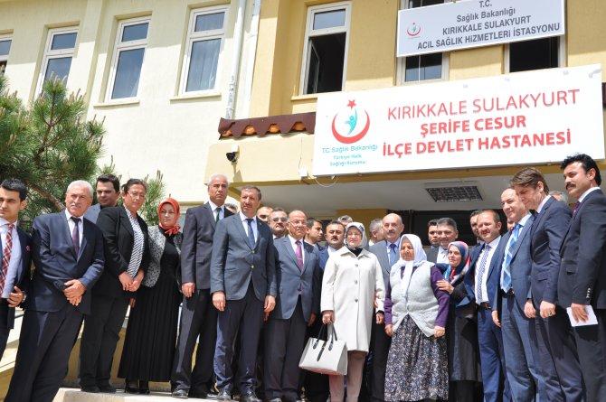 Sağlık Bakanı Müezzinoğlu, ayakkabılarını çıkaran ninenin ismini hastaneye verdi