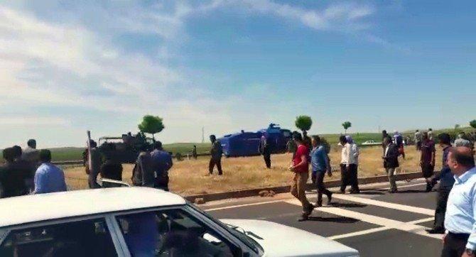 Elektrik Sayacı Taktırmak İstemeyen Çiftçiler Yolu Kapattı