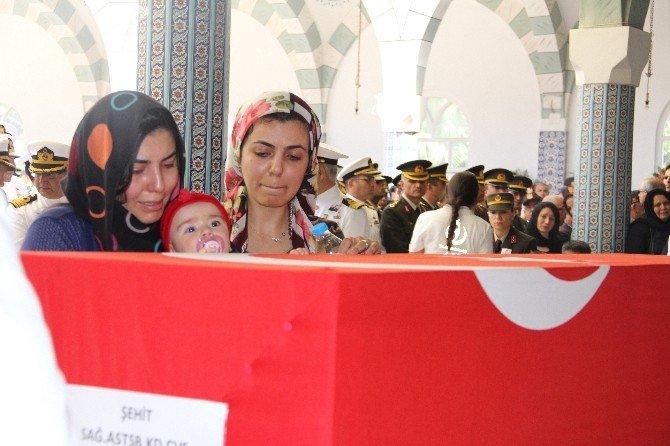 Şehidi Son Yolculuğuna Dört Aylık Kızı Defne Uğurladı
