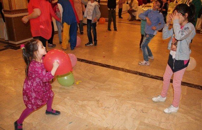 Sevgi Evlerinde Kalan Çocukların Doğum Günü Kutlandı