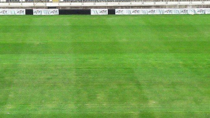 Manisa 19 Mayıs Stadyumu'nda Zemin Sorunu Çözüldü