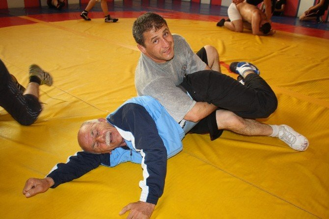64 Yaşında Dünya Veteranlar Güreş Şampiyonası'na Hazırlanıyor