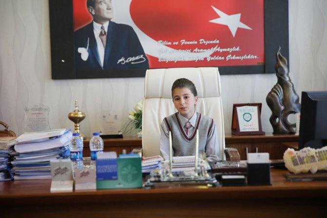 Rektör Savaş, koltuğunu çocuklara devretti