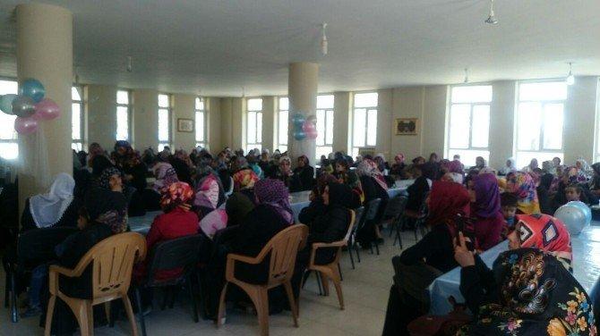 Hacı Sabah Şavur Kız Kur'an Kursu'nda Kutlu Doğum Programı