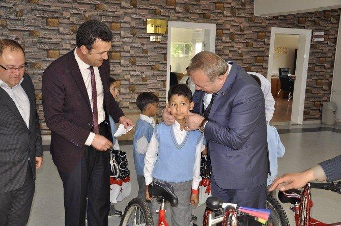 Sungurlu'da Kitap Okuyanlar Bisiklet Kazandı