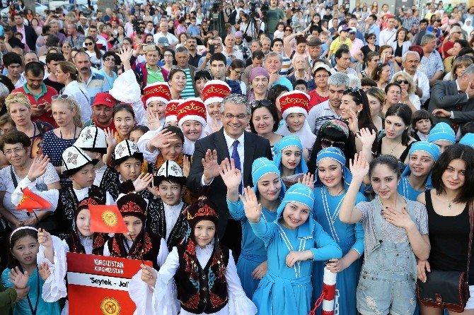 Karşıyaka Çocuk Şenliği Şölen Havasında Başladı