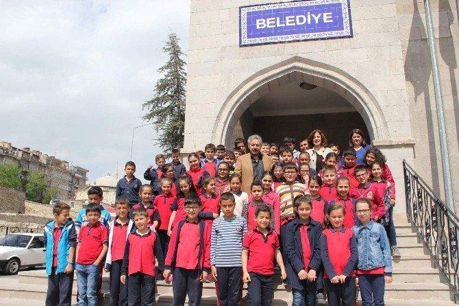 20 Temmuz İlkokulu Öğrencileri Yerel Yönetim Dersini Belediyede İşledi