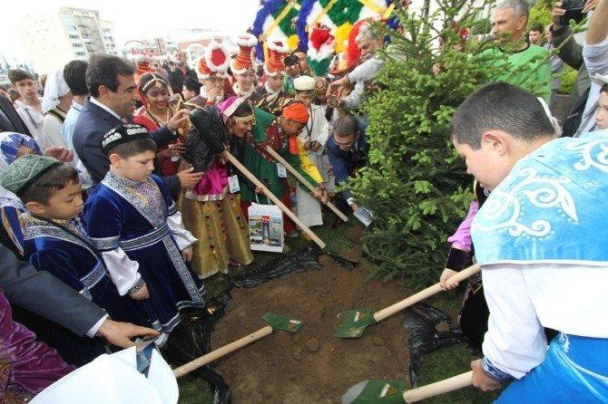 Dünya Çocukları Kocaeli'de Ağaç Dikti