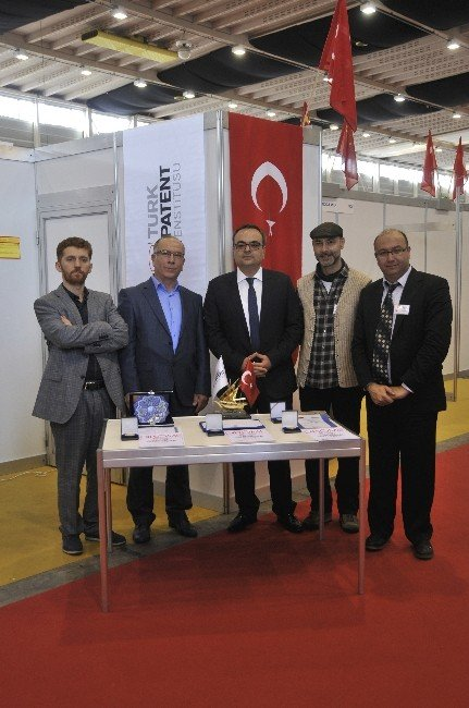 Türk Patentli Katlanabilir Ahşap Tuğla'ya Cenevre'de 3 Ödül