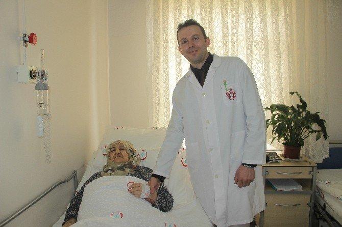 84 Yaşındaki Hasta Bıçaksız Ameliyatla 1 Günde Taburcu Oldu