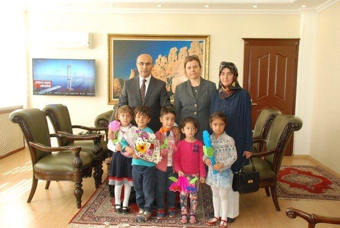 Miniklerden Vali Demirtaş'a Ziyaret
