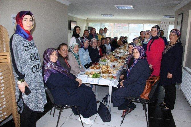 AK Partili Yönetici Eşleri Kahvaltıda Bir Araya Geldi