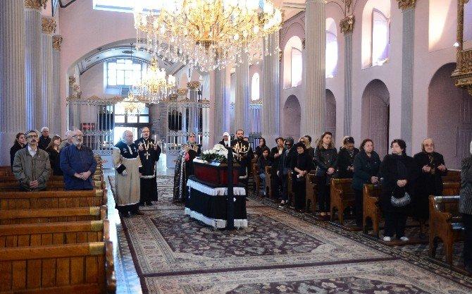 Rita Darı Winkler İçin Ermeni Kilisesinde Ayin Düzenlendi