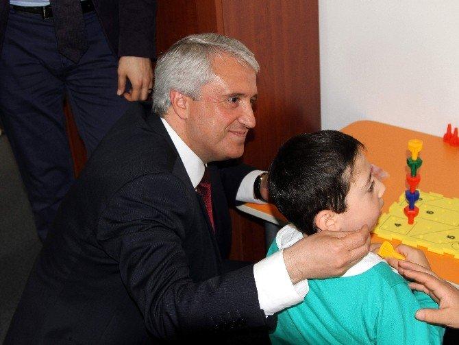 Anadolu Üniversitesi'nde Engelliler Araştırma Enstitüsü Gelişimsel Araştırma Birimi Açıldı