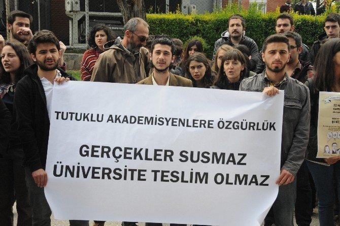 Üniversite Öğrencilerinden Tutuklu Akademisyenlere Destek