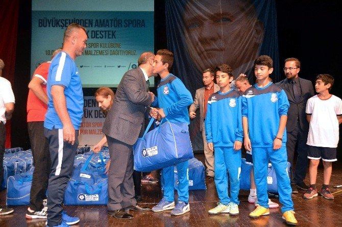 Büyükşehir Belediyesi'nden Amatör Spor Kulüplerine Malzeme Desteği