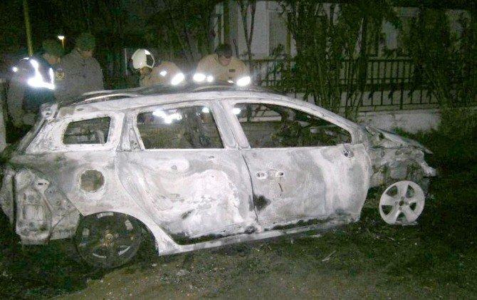 Ayvalık'ta Bir Araç Kundaklandı, Edremit'te Bir Araç Yandı