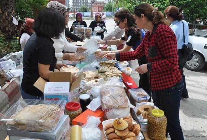 Polis Eşlerinden Güneydoğu'daki Güvenlik Güçlerine Yöresel Yemek Paketi