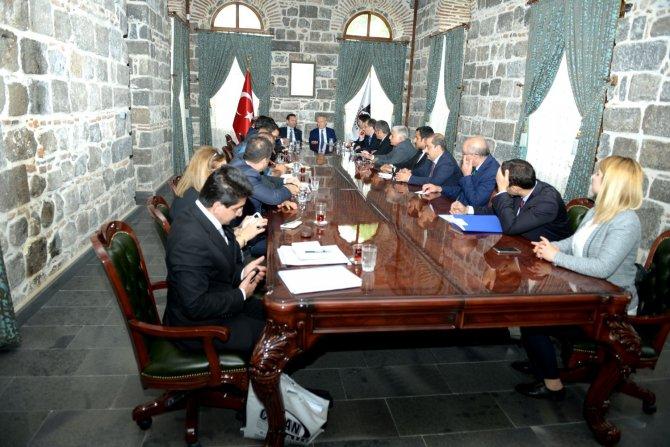 Bakan Yardımcısı Ceylan Diyarbakır'da