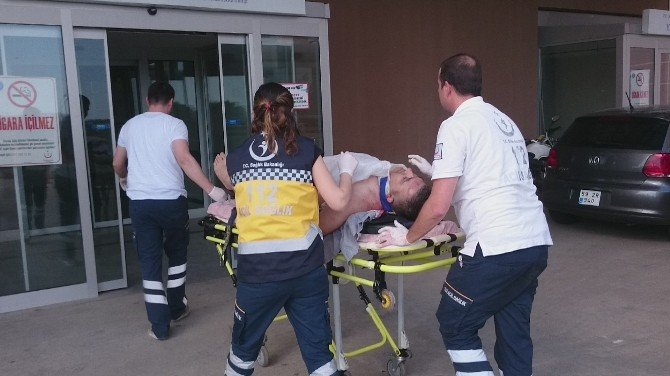 Rafların Altında Kalan İşçi Ağır Yaralandı