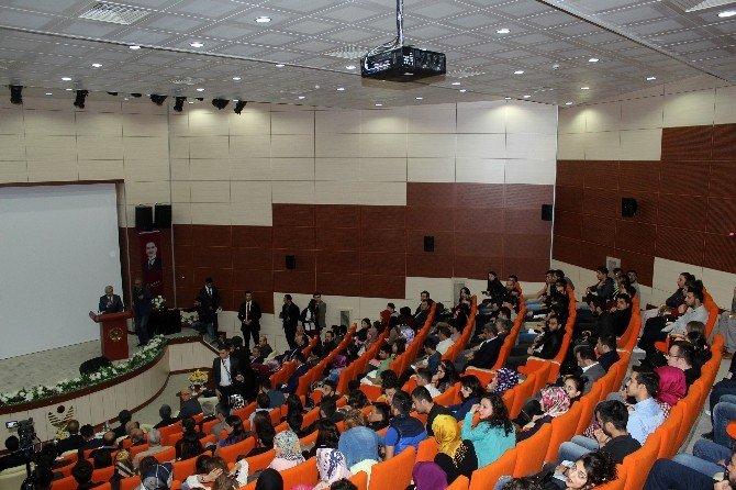 """Gümüşhane'de """"Yeni Anayasa Ve Başkanlık Sistemi"""" Konferansı"""