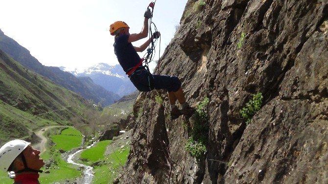 Dağcılardan Ağaçdibi Şelalesi'ne Tırmanış