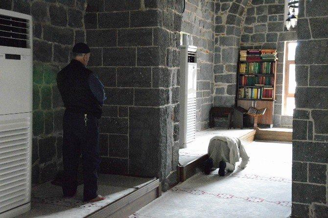 Sur'daki Hazreti Süleyman Camii İbadete Açıldı