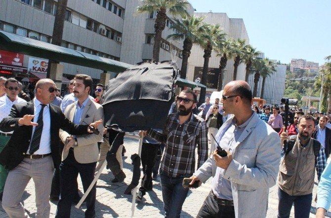 CHP'li Gençlerden Metre Hesabıyla Siyah Çelenk Protestosu