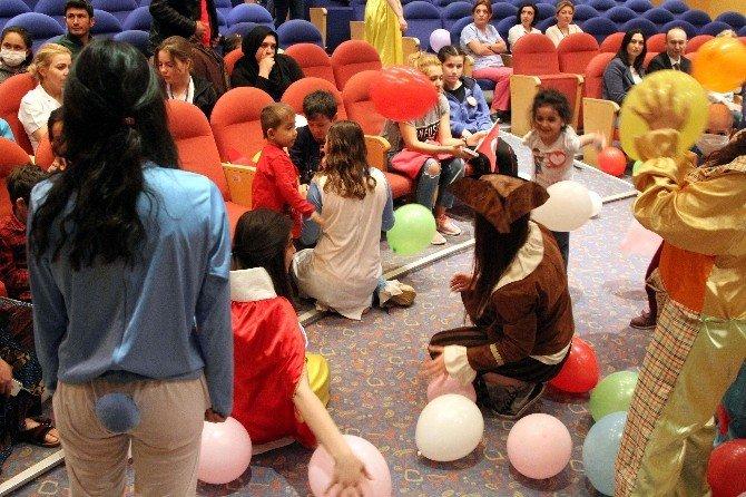 ESOGÜ'de Tedavi Gören Çocuklar İçin Şenlik Düzenlendi