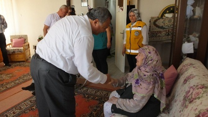 Burhaniye'de Belediyenin Evde Bakım Hizmeti İlgi Gördü