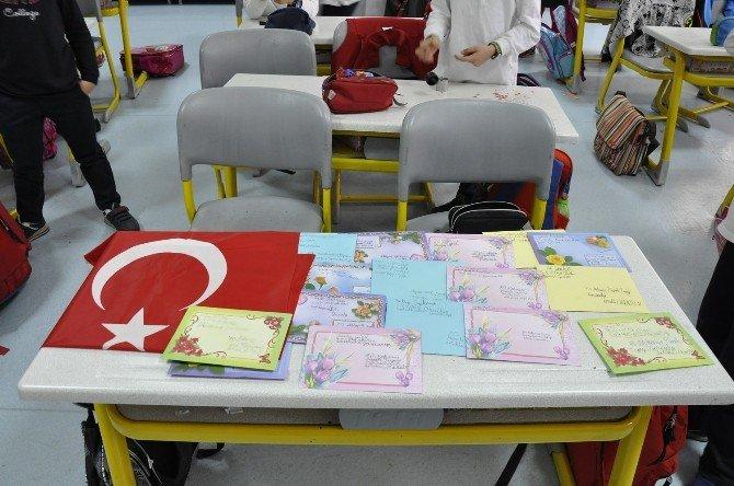 Minik Kalplerin Duyguları Mehmetçiğe Moral Oldu