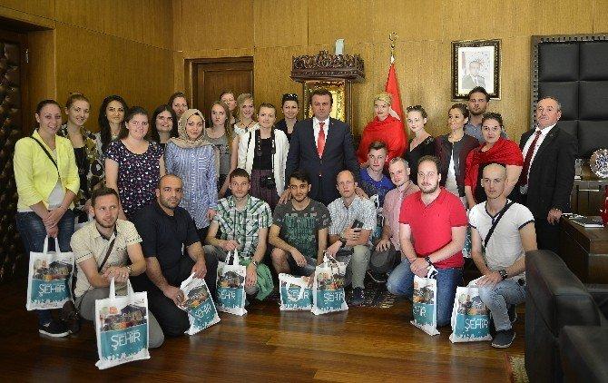 Litvanya Ve Bulgaristanlı Öğrencilerden Başkan Erkoç'a Ziyaret