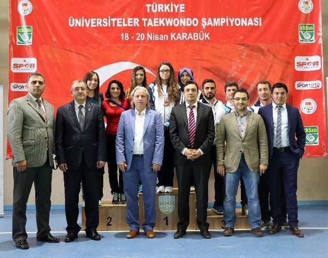 Üniversiteler Tekvando Şampiyonası Tamamlandı