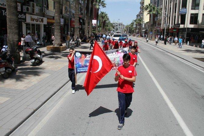 Merkezefendi'deki Bahar Yürüyüşü İçin Bayrak Teslimi Yapıldı