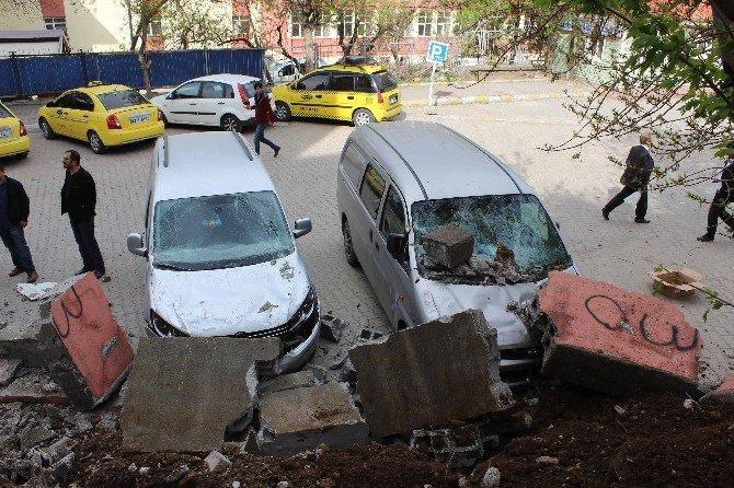 İstinat Duvarı Araçların Üzerine Çöktü