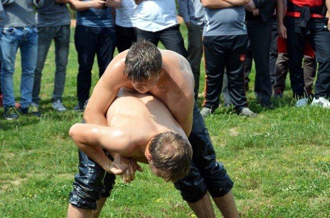 NKÜ'de Güreş Müsabakaları