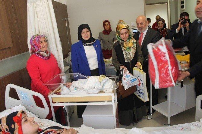 Siirt'te 19 Bebeğe Çeyrek Altın Takıldı