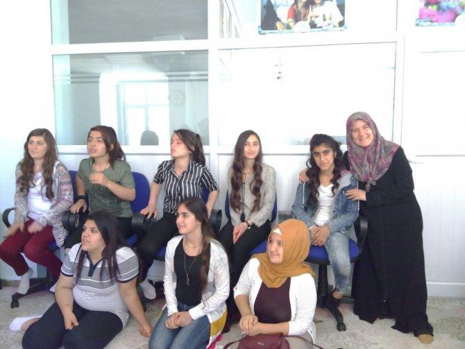Siirt İHH'dan terör mağduru kız çocuklara moral etkinliği