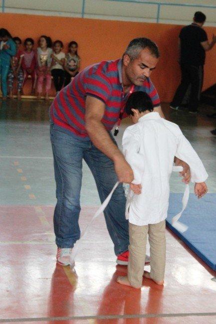 Cizre'de 23 Nisan Etkinlikleri Kapsamında Judo Turnuvası Yapıldı