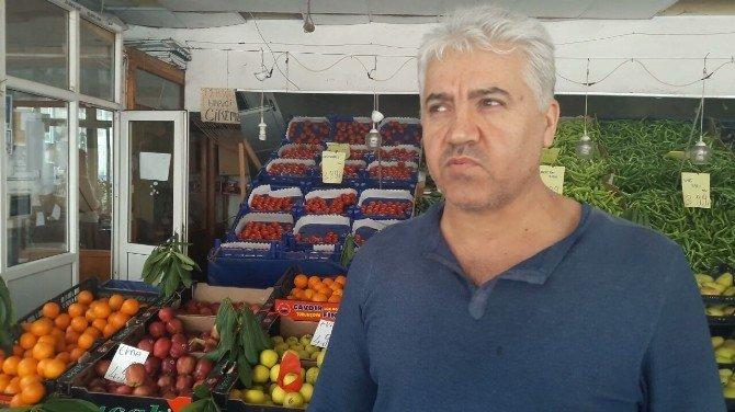 İşyerinde Yakaladığı Hırsızı Kendi Elleriyle Polise Teslim Etti