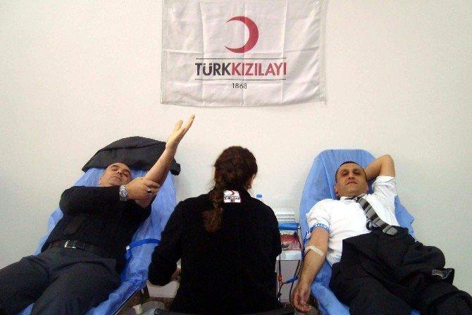 Bilinçlenen Toplum Liderleri Kan Bağışı Yaptı