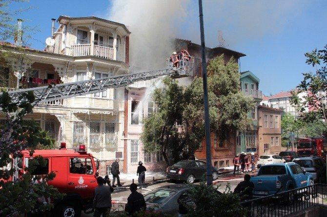 Ahşap Binada Çıkan Yangın İtfaiyeyi Alarma Geçirdi
